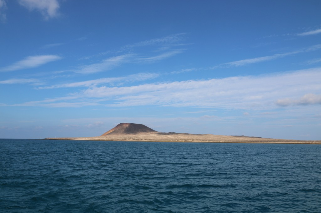Erloschener Vulkan an unserem Ankerplatz auf La Graciosa