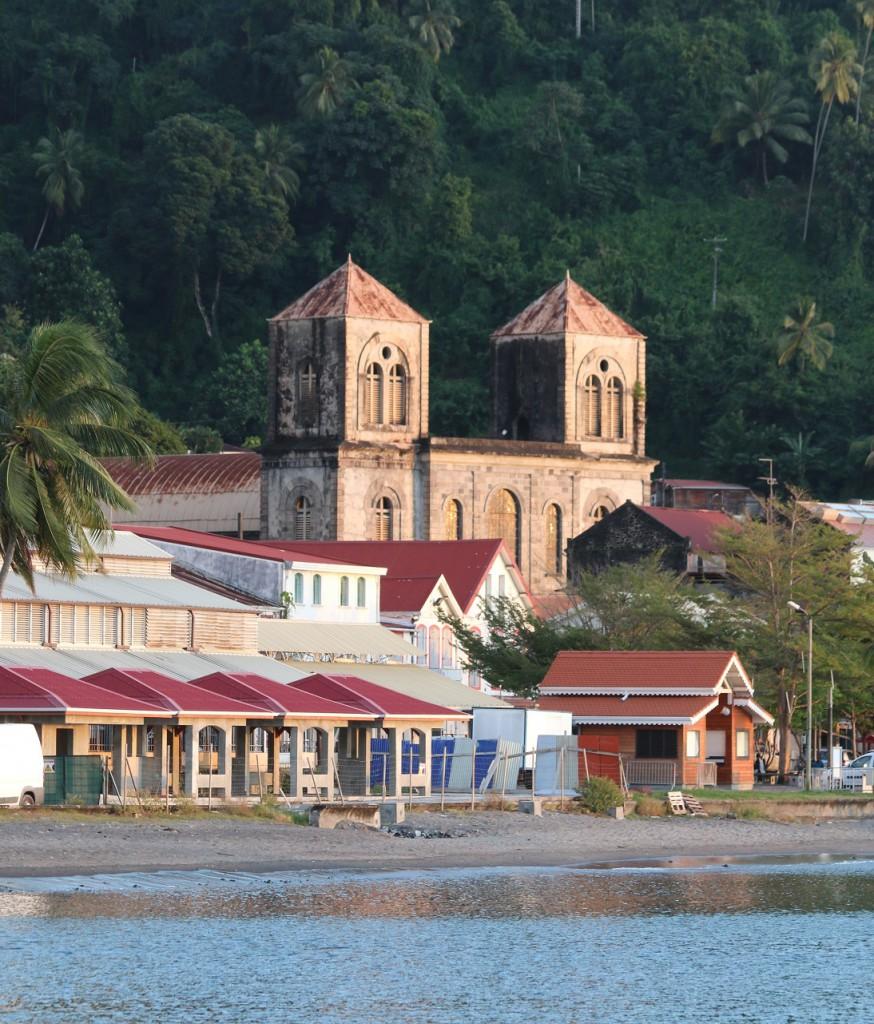 Die alte Kirche St. Pierres; mit Wellblech restauriert
