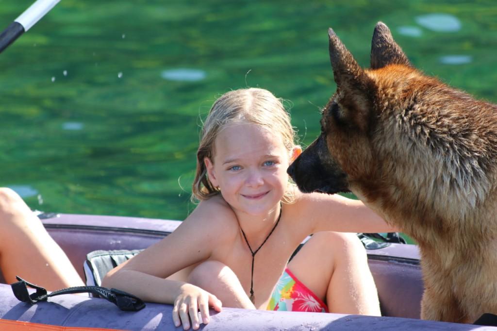Minas bester Freund Balrog von der SY SEPHINA ist immer mit dabei wenn es ins Wasser geht. Ein echter Seehund