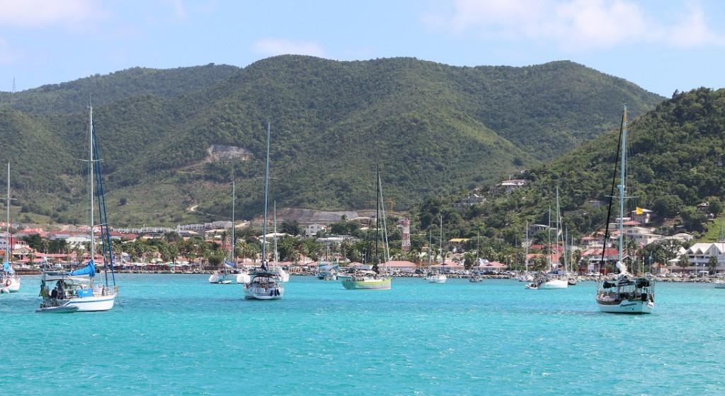 Marigot Bay: So wie wir uns die Karibik vorstellen. Nur etwas eng hier.