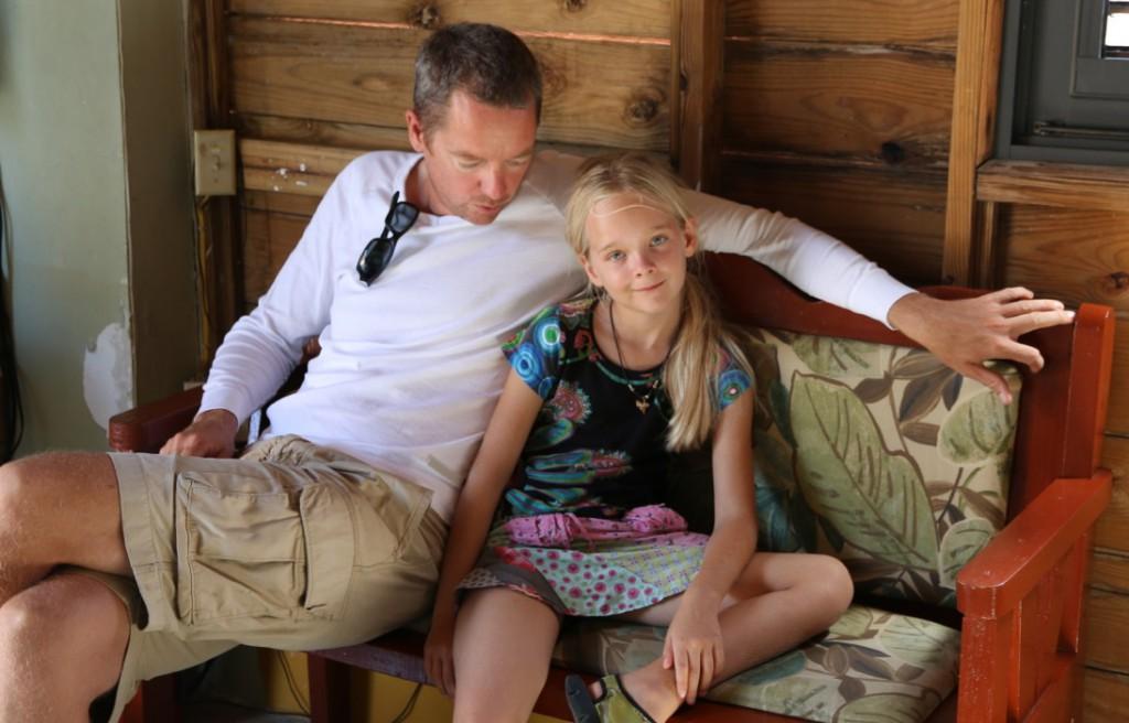 Kleine Unterrichtseinheit zu NGOs und zivilem Ungehorsam; von Vater zu Tochter