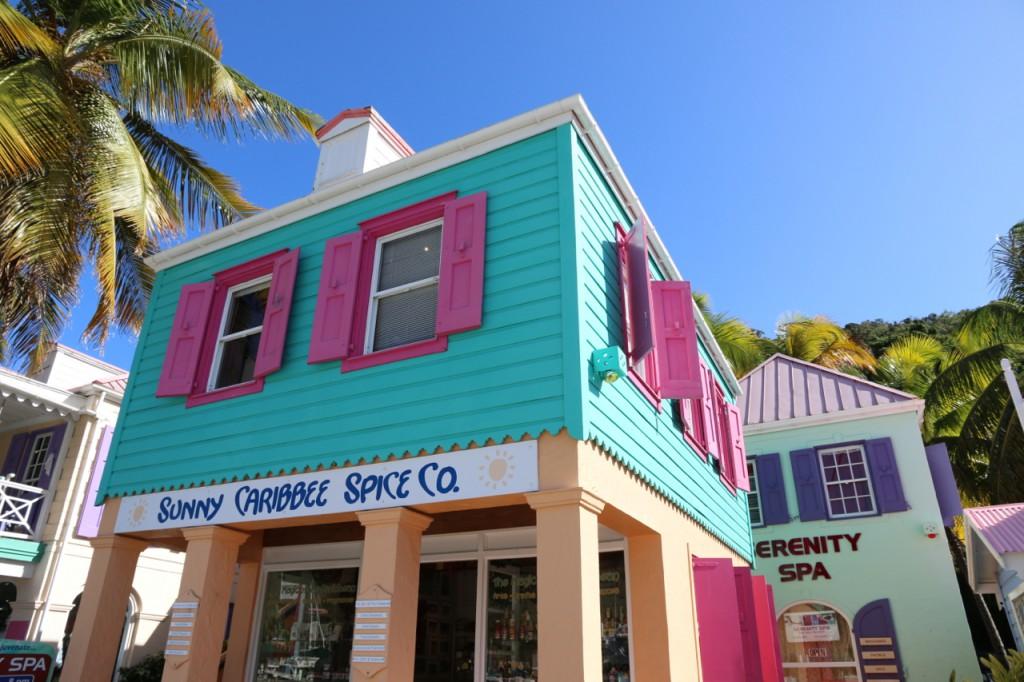 Süße karibisch bunte Häuser in Soper`s Hole