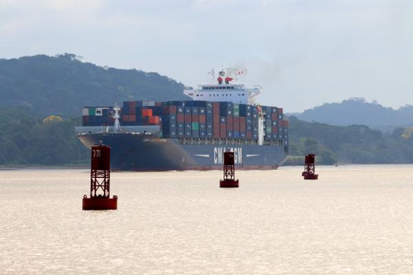 Gegenverkehr im Panamakanal. Im Gaillard-Cut wird es manchmal eng