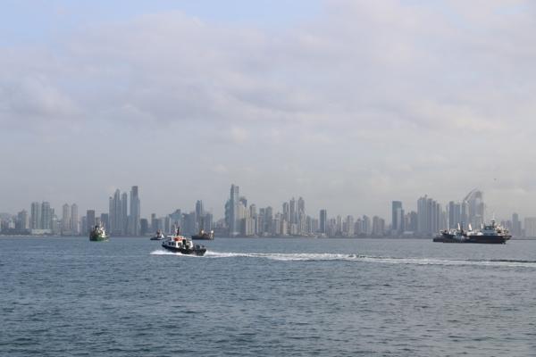 Las Playitas und las Brisas; Wir ankern vor der Skyline von Panama City