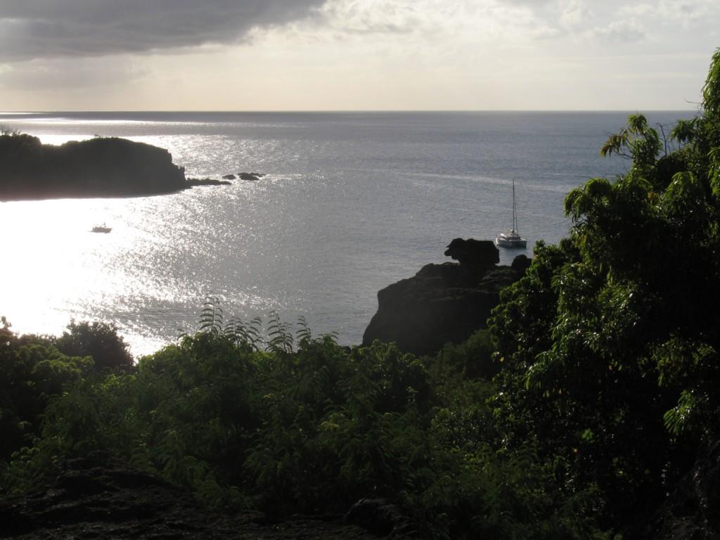 ALYTES in der Bucht Atuona auf Hiva Oa