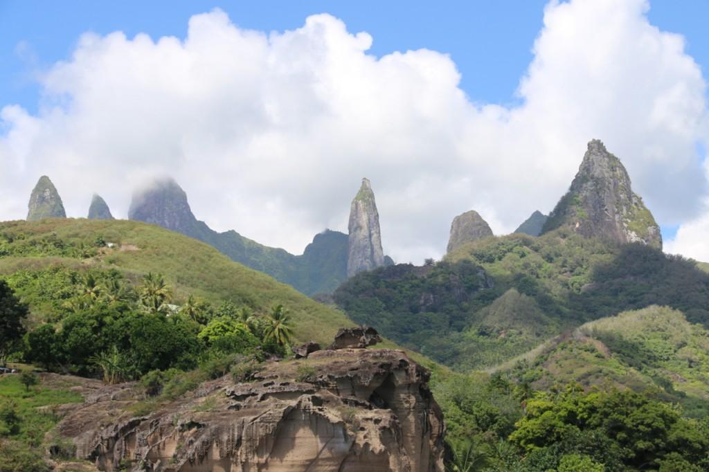 Bizarre Vulkanreste prägen das Landschaftsbild von Ua Pou