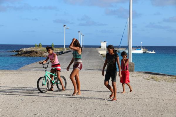 Polynesische Kids auf Makemo