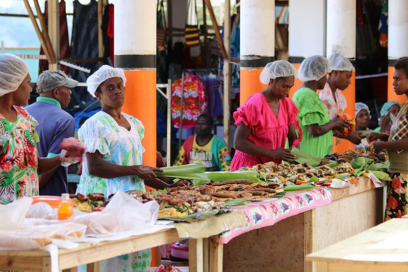 Der Markt von Port Vila. Wegen des Zyklons leider kaum Früchte im Angebot.