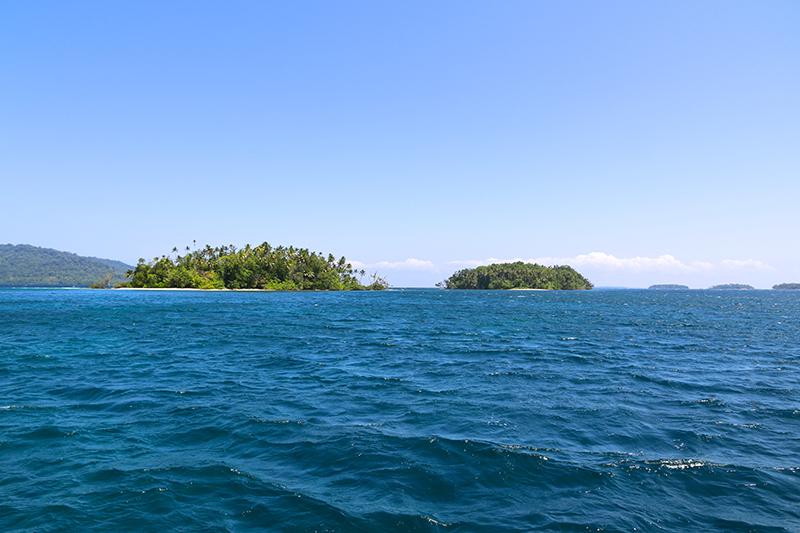 Unzählig viele kleine Inseln füllen die Lagune