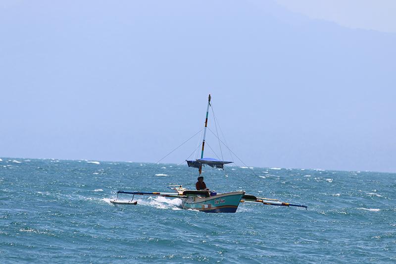 Fischerboote überholen uns laut tuckernd auf dem Weg nach Jayapura