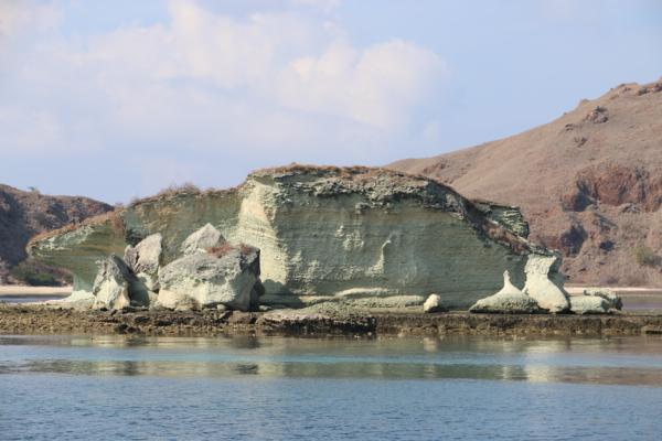 Die Landschaft im Komodo-Nationalpark ist deutlich trockener als alles, was wir bisher in Indonesien gesehen haben