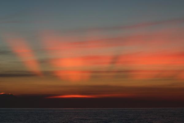 Für solche Himmel kan man schon mal nach Thailand segeln. Niemand hält eine Gardine vor die Linse. Ehrlich.