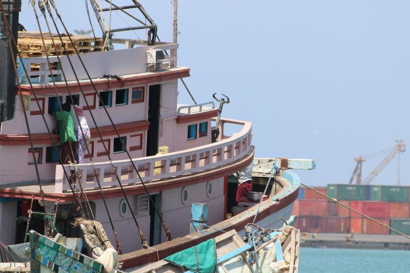 Dieses Boot kommt aus dem Jemen. Das die Jungs dort Fit sind, kommt nicht von ungefähr: Wer findet den Heimtrainer?