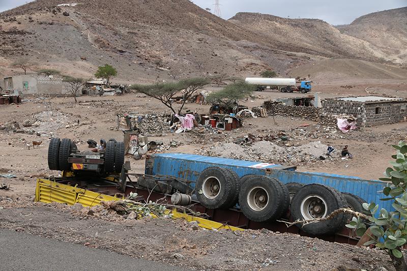 Nicht immer geht es gut mit dem Transport Richtugn Äthiopien. Hoffentlich kein Kath gekaut?