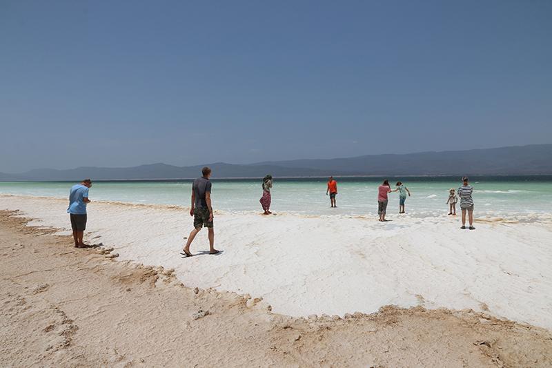 Zaghafte Exploration des Lac Assal