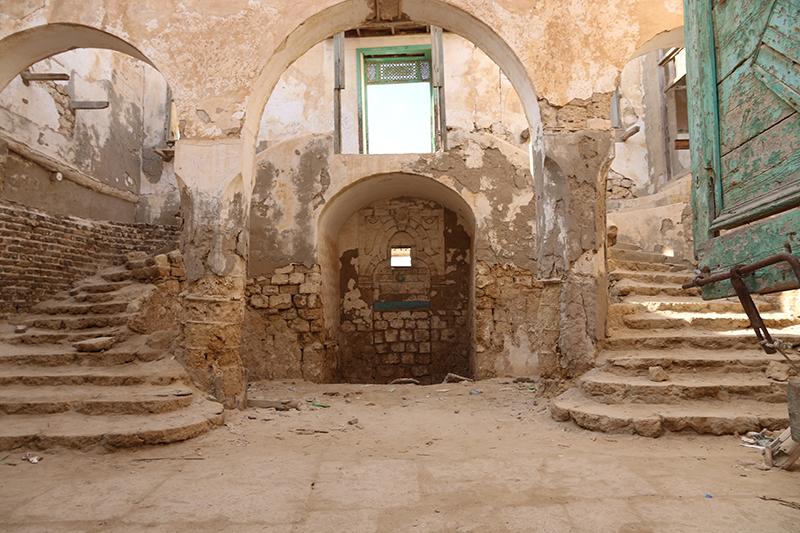 Im inneren des alten Militärpostens