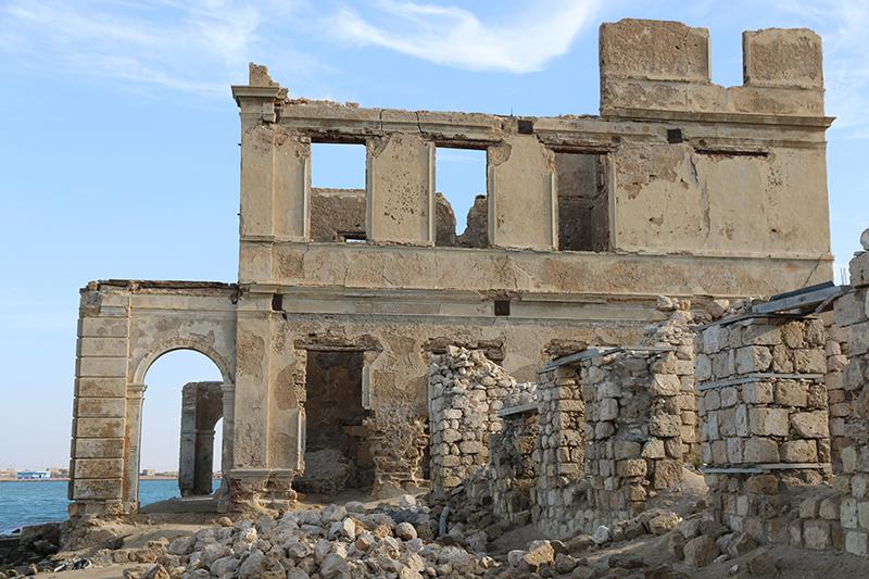 Die Bank war das einzige klassizistische Gebäude und eines der wenigen, dass nicht aus dem brüchigen Kalk der Riffkorallen erbaut war